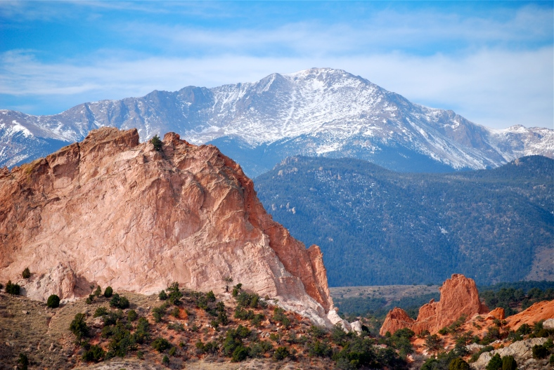 Pikes_Peak_from_Garden_of_the_Gods